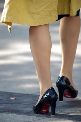 【原创】她去买了双38码的街拍高跟鞋【13P】】