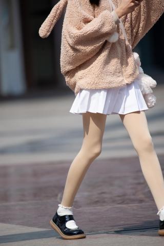 【原创】卡哇伊的丝袜街拍小妹【12P】