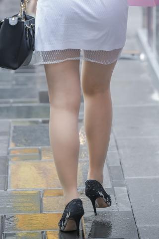 街拍套图超市(招聘原创)  圆融的肉街拍丝袜高跟姑娘过生日了-雨天偶遇肉街拍丝袜高跟 街拍第一站全网原创独发!