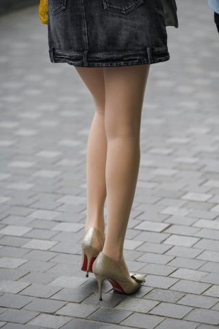 街拍套图超市(招聘原创)  vip喜欢收藏的肉丝袜袜街拍高跟-同步发出下载大图153张 街拍第一站全网原创独发!