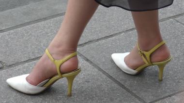 4K丝袜视频  【魔术师4K】黑纱裙下的丰满足跟,仟细的脚踝让我着迷 2分22秒 街拍第一站全网原创独发!