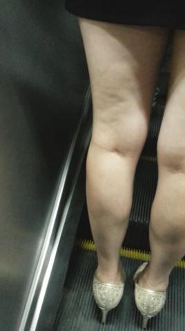 皇家警卫旗视频  裸腿街拍高跟上电梯(59秒,121.04MB,1080P,三星 GT-I9308) 街拍第一站全网原创独发!