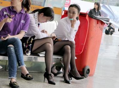 【jim2】2个漂亮的长腿黑街拍丝袜美女(15p)