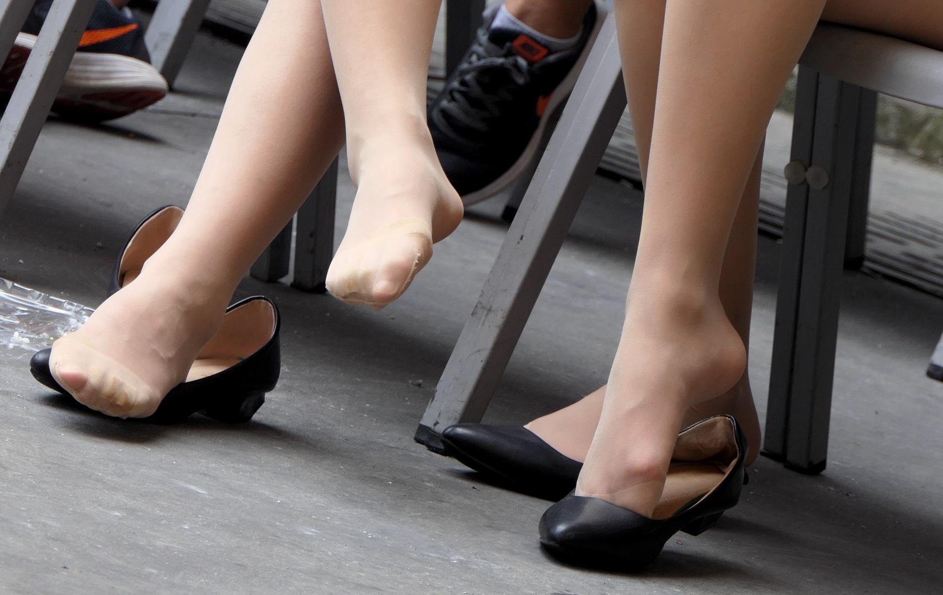 【jim2】2个休息吃饭的漂亮肉街拍丝袜袜美女(20p) - 签约原创独发作品- 街拍第一站