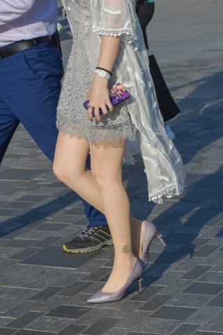 肉街拍丝袜淡紫色高跟美妇