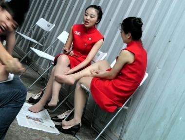 【jim2】2个漂亮的红裙长腿街拍肉丝袜美女(20p)