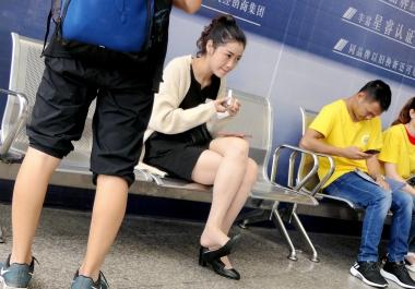 【jim2】补妆的漂亮街拍长腿肉丝袜袜美女(16p)