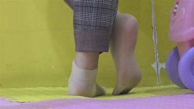 4K丝袜视频  【魔术师4K】街拍美女的肉丝袜足底,温润如玉 1分57秒 街拍第一站全网原创独发!
