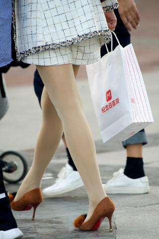 特约名家街拍  【原创】熟 妇漂亮的街拍丝袜高跟鞋,街拍丝袜起球了【15P】 街拍第一站全网原创独发!