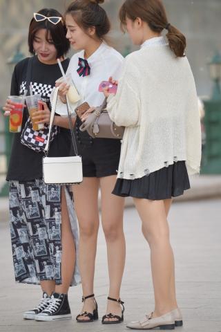 VIP街拍图片发布  黑裙凉鞋-7张 街拍第一站全网原创独发!