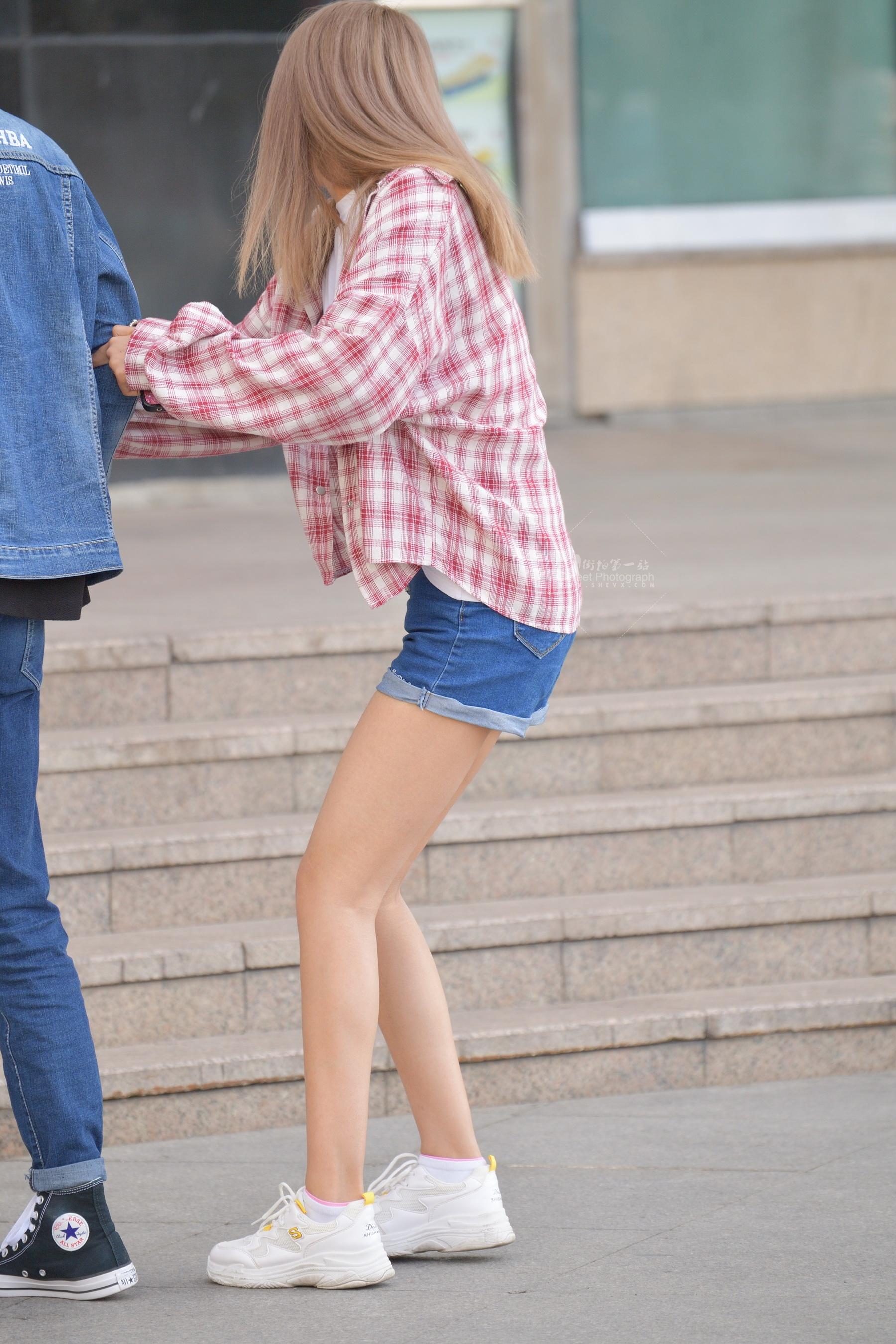 短裤格子衫