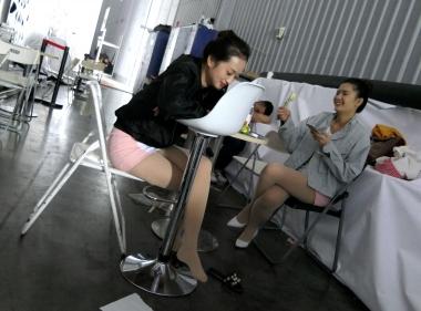 【jim2】展会上漂亮的长腿肉丝袜袜街拍美女(12p)