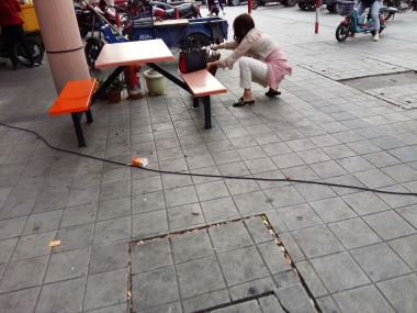 [原创申请客服QQ:1245904381]  穿着肉色超薄透明短街拍丝袜的女人 街拍第一站全网原创独发!