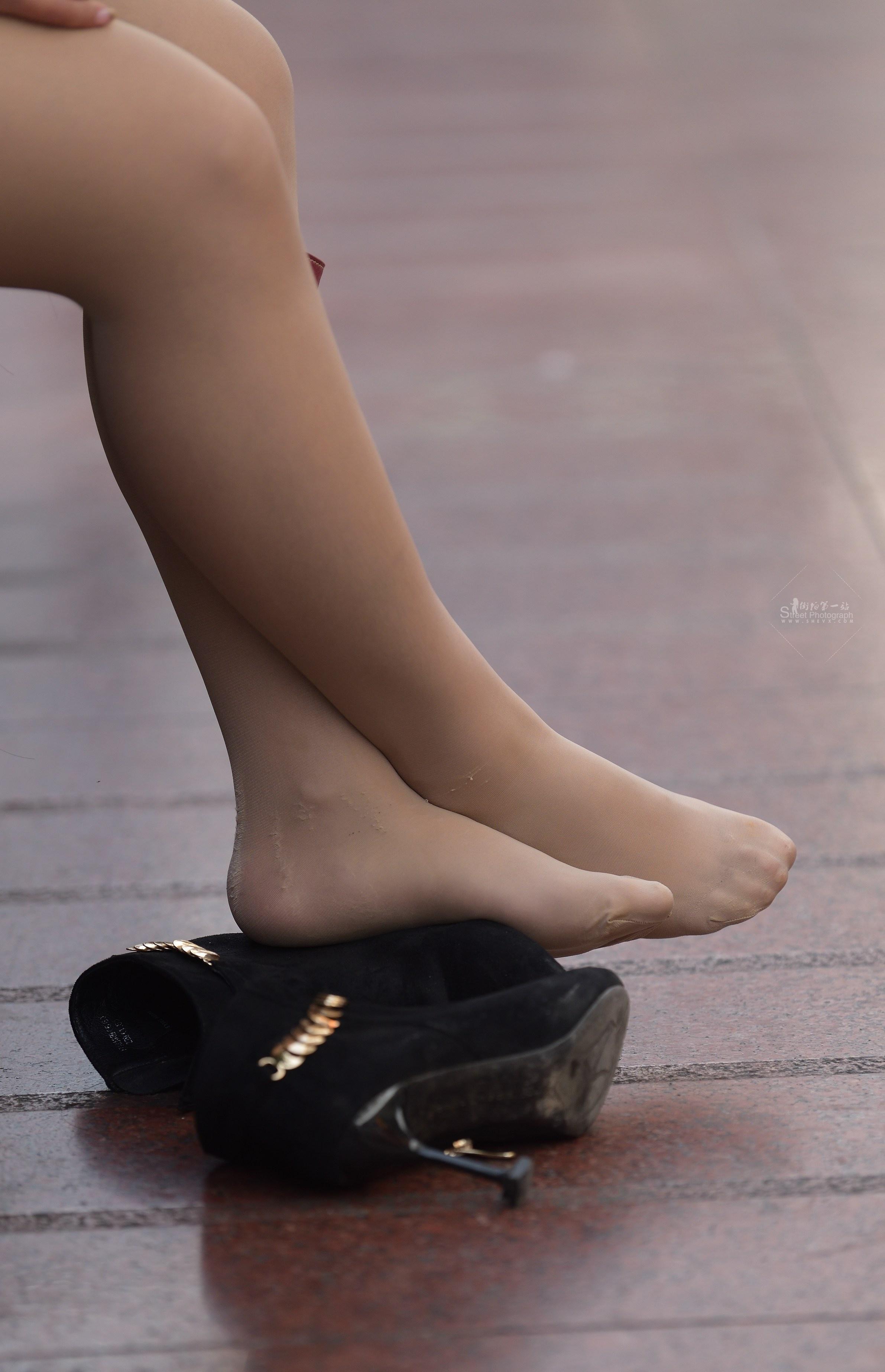 丝袜最爱 - 签约原创独发作品- 街拍第一站