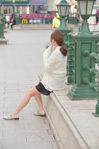 黑裙肉 絲襪