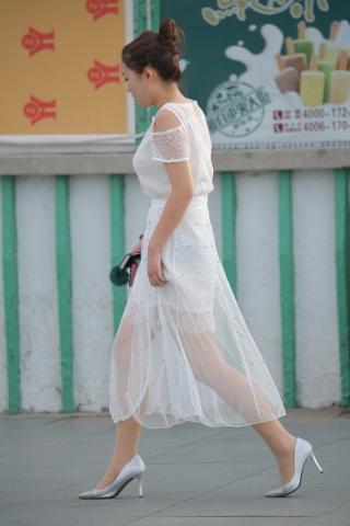銀高跟白裙 肉絲襪