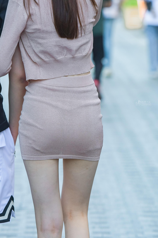 街拍包臀裙,街拍长腿,街拍包臀 包臀裙?#34892;?#36879;,长腿细腰更魅力 最新街拍丝袜图片 街拍丝袜第一站