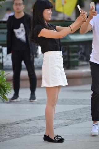 白裙丝袜 街拍美女图片发布 街拍丝袜第一站