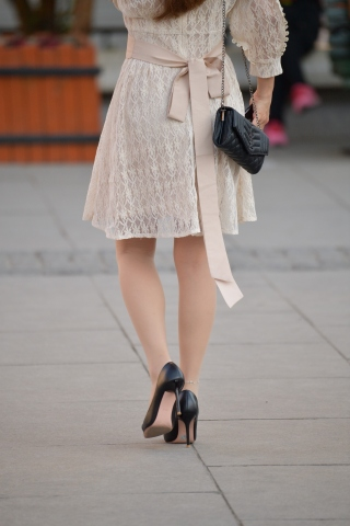 街拍细高跟,街拍丝袜,街拍肉丝袜,街拍高跟,街拍高跟肉丝袜 细高跟肉丝袜 街拍美女图片发布 街拍丝袜第一站