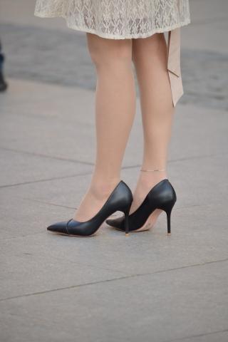 街拍丝袜,街拍高跟 肉 丝袜黑高跟 街拍美女图片发布 街拍丝袜第一站