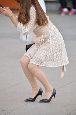 街拍肉丝袜,街拍肉丝袜袜,街拍高跟,街拍丝袜 黑高跟 肉丝袜 街拍美女图片发布 街拍丝袜第一站