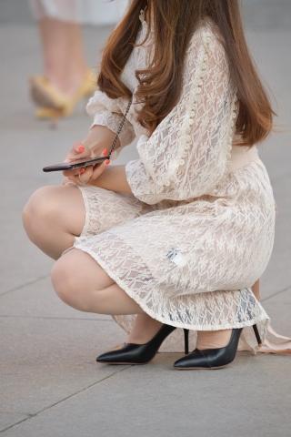 街拍肉丝袜,街拍高跟,街拍丝袜,街拍肉丝袜袜 肉丝袜高跟 街拍美女图片发布 街拍丝袜第一站