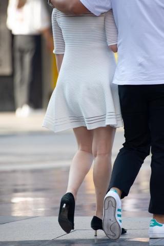 [权限要求:两年期VIP及以上]  【原创】白色连衣裙嫩白美足 高跟鞋【14P】 街拍第一站全网原创独发!
