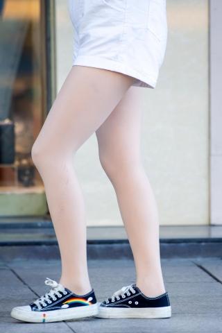 [权限要求:两年期VIP及以上]  【原创】  丝 袜 紧绷美 腿球鞋【10P】 街拍第一站全网原创独发!