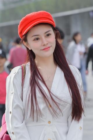 [权限要求:三年期VIP及以上]  白玉藕系列-这个小红帽  美 女 实在太有气质和,笑容好甜美 街拍第一站全网原创独发!