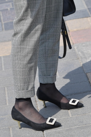 制服套装 高跟鞋与短丝袜黑丝之碰撞