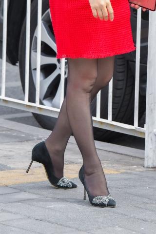 黑裙与 黑丝黑高妹腿气质大女的魅力