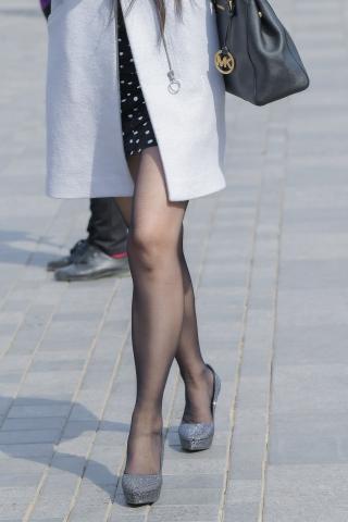 波点裙 黑丝高跟妹腿长发佳人
