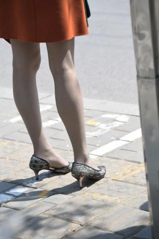 难以见到的灰丝袜 蕾丝高跟鞋气质OL丽人,vip好友87张套图下载