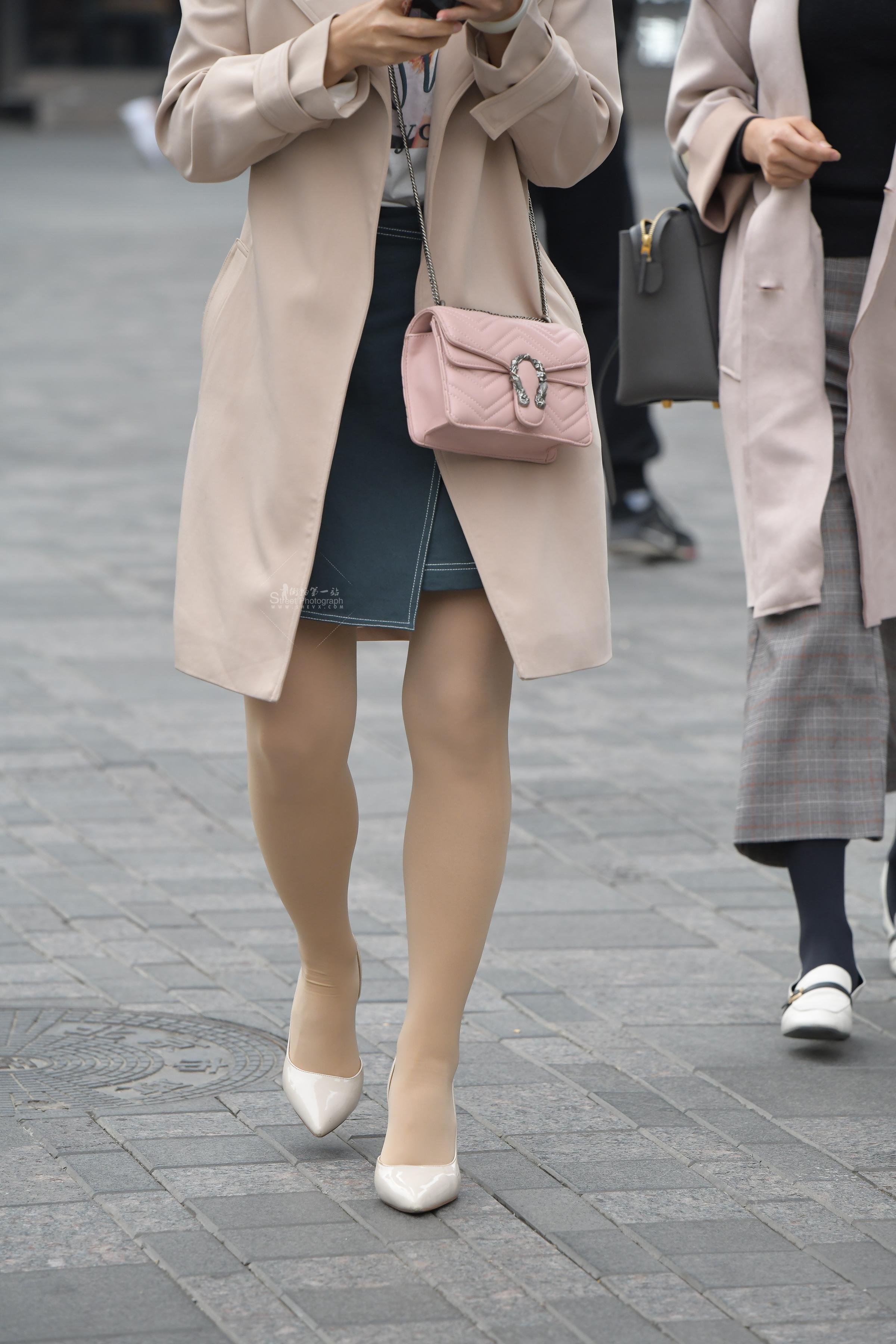 肉 丝袜办公室高跟风衣美美女短裤街拍图片女,必须收藏