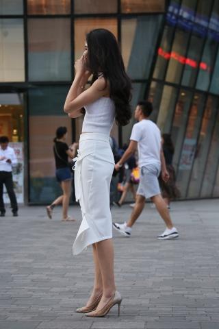 vip专享——白衣街拍牛仔裤百度水晶透明 高跟美女微笑美人