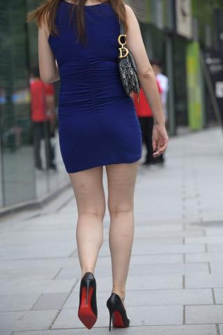vip专黑丝黑丝套享——蓝色 包臀裙高跟美女。50张原图展现魅力曲线
