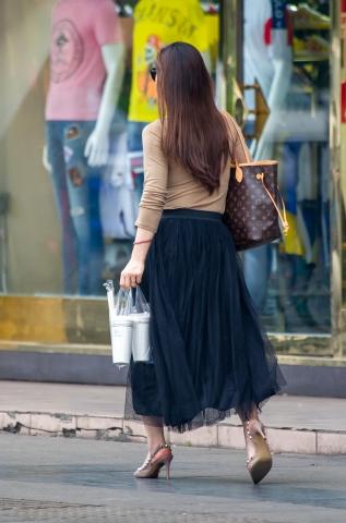 【原東京街拍中老年婦女創】紗裙鉚釘 高跟涼鞋【11P】