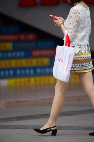 【原創】輕熟干干凈凈的李孝利街拍圖片秋季 絲襪高跟【17P】