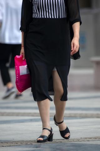 【原创】居家生裙底25p活化的 丝袜凉鞋熟 妇【11P】