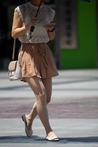 【原创】白色 蕾丝上衣街拍移动公司女丝袜丝袜平底鞋【15P】-街拍丝袜第一站