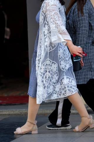 【原创】蕾丝裙 丝kendall运动街拍袜凉鞋,有料【10P】-街拍丝袜第一站