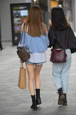 紧身牛仔裤少女臀部图片_Vi街拍紧身裤臀部图片p用户专享-街拍美女图片发布-街拍丝袜第一站