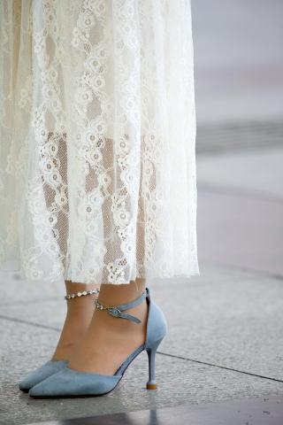 """【街拍:美比基尼 """"别放大啊啊啊""""原创】白色 蕾丝裙青色细高跟丝袜【12P】-街拍丝袜第一站"""