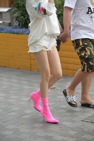 大高开叉旗袍熟妇长腿高跟 美女这腿实在美