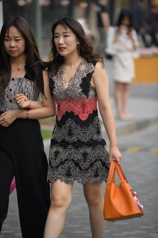 Vip用户美女裸足挑鞋专享-街拍丝袜第一站