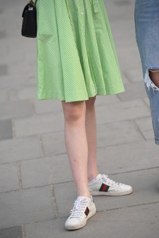 Vip用有没有把不穿丝袜的腿p上有丝袜的户专享-街拍丝袜第一站