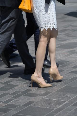 好一双玉腿高跟 玉足白倪妮时尚街拍图片2016玉藕-街拍丝袜第一站