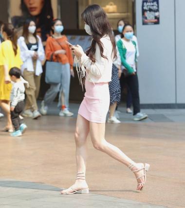 【珏一笑Ooxx街拍而过】漂亮 包臀裙少妇-街拍丝袜第一站