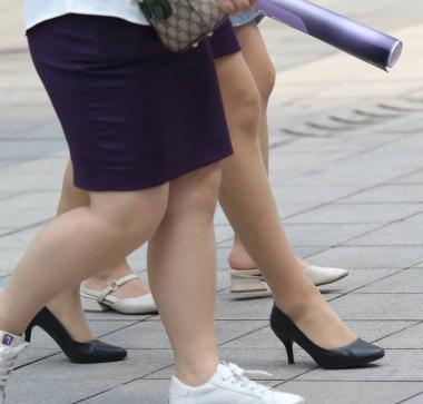 【珏一笑而过】肉丝袜 日本熟妇美足高跟OL-街拍丝袜第一站