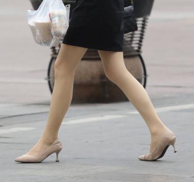 【珏一笑而过】良家人妻3部曲肉丝袜高跟 OL-街拍丝袜第一站